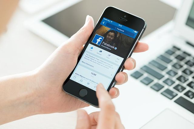 Will Facebook's New Job Feature Take Off? featured image
