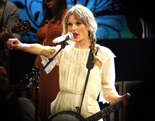 Taylor Swift Becomes a Lawsuit Funder — What That Means for the Rest of Us featured image