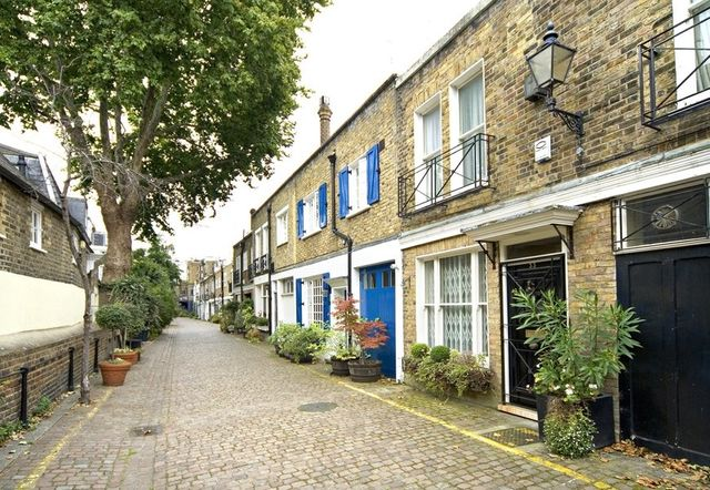 Looking for a fairy-tale London home? A Victorian mews will fulfil your dreams featured image
