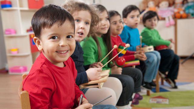 Les crèches musicales qui stimulent le langage des enfants featured image
