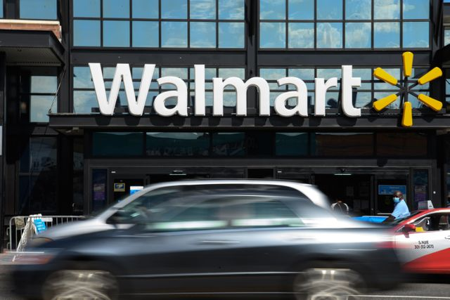 Walmart to create fintech start-up with investment firm behind Robinhood featured image