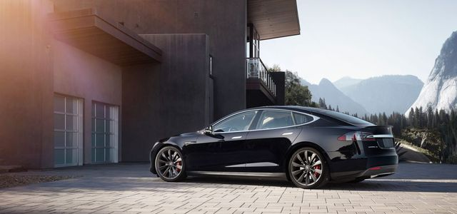 Tesla enters car insurance business as self-driving cars prepare to disrupt theindustry featured image