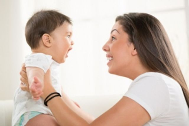 DÉVELOPPEMENT: Parler à bébé accroît sa capacité cognitive et sociale featured image