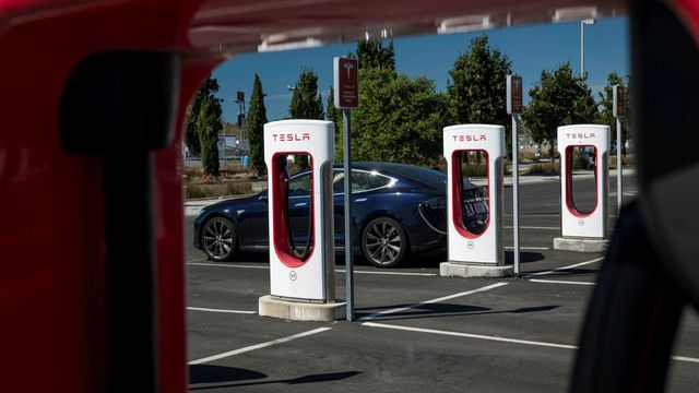 Tesla puts the pedal to the metal on bitcoin featured image