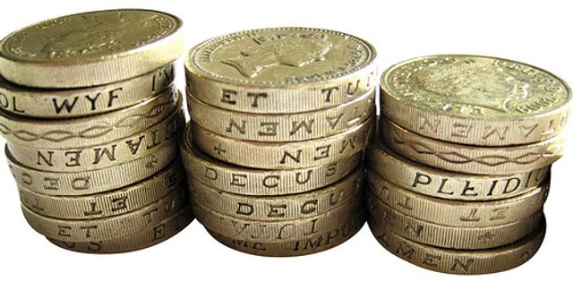 £1 coins worthless, Demonetisation of the £1 coin kicks in on the 16th October 2017 featured image