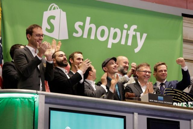 Shopify announces a new merchant debit card and support for payment installment plans featured image