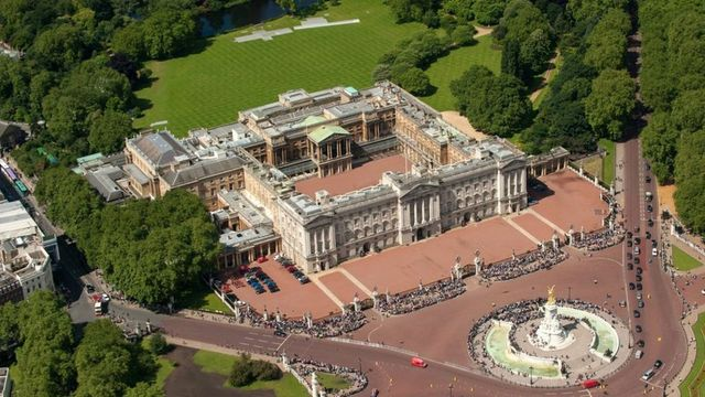 Buckingham Palace to get £369m refurbishment featured image
