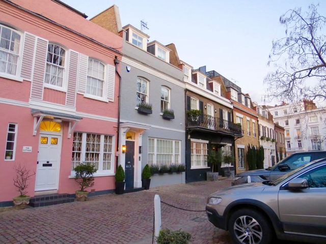 Period mews in London; Picturesque and practical featured image