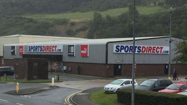 Archwilio rheol 'uniaith Saesneg' Sports Direct featured image