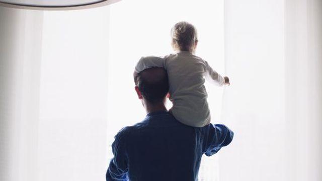 Des personnalités se mobilisent pour un congé paternité obligatoire featured image