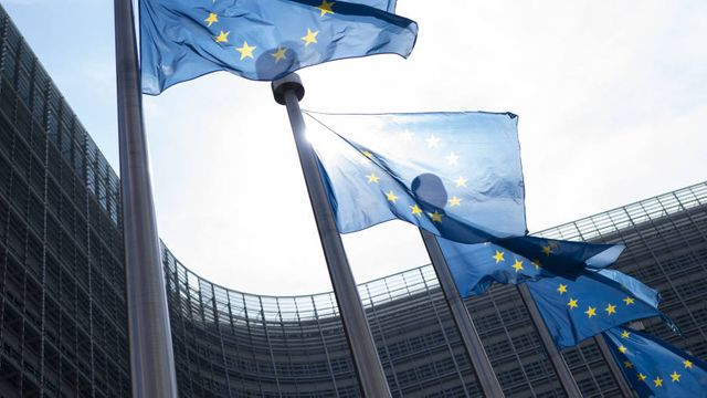 European Commission offers temporary capital relief to banks in aim to boost €450bn lending featured image