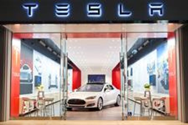 Tesla - How to become a top brand without advertising? featured image