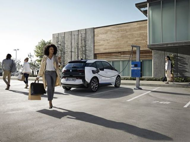 BMW's Plan to Optimize EV Charging With Renewables on the Grid featured image
