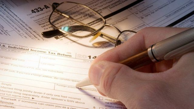 Small business owners paying the price in filing taxes featured image