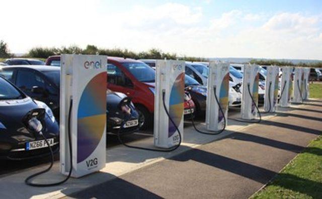 Großbritannien: Nissan installiert erste 'Vehicle to grid' Ladestationen featured image
