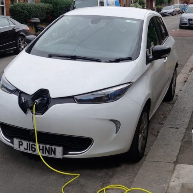 Siemens to deploy London's street light electric vehicle chargers with ubitricity featured image