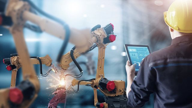 Harnessing technology in manufacturing featured image