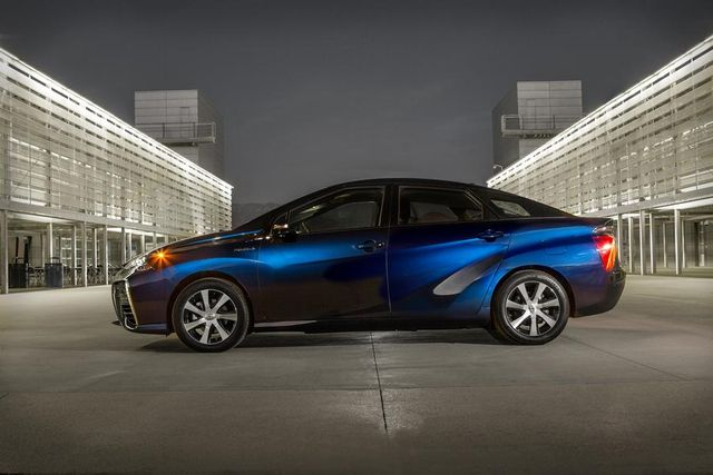 Toyota to open fuel cell car patent portfolio featured image