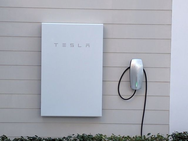Tesla quietly halts sales of its DC Powerwall 2 outside US featured image