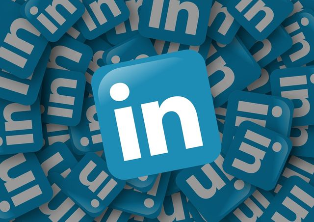 Do Job Seekers Need a Premium LinkedIn Account? featured image