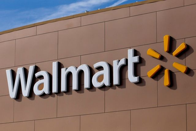 Wal-Mart teams with Green Dot on checking account featured image