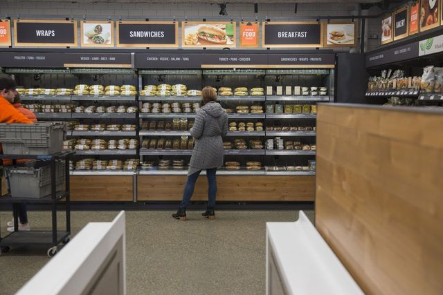 Amazon Will Consider Opening Up to 3,000 Cashierless Stores by 2021 featured image