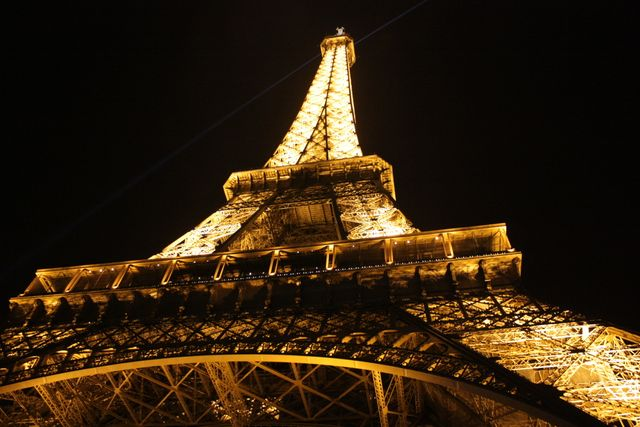 Social Media to light up the Eiffel Tower for EURO 2016 featured image