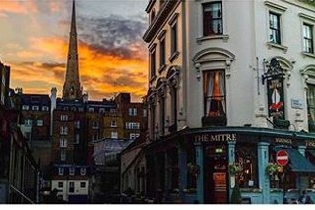 A cosy mews pub, all set for Christmas featured image