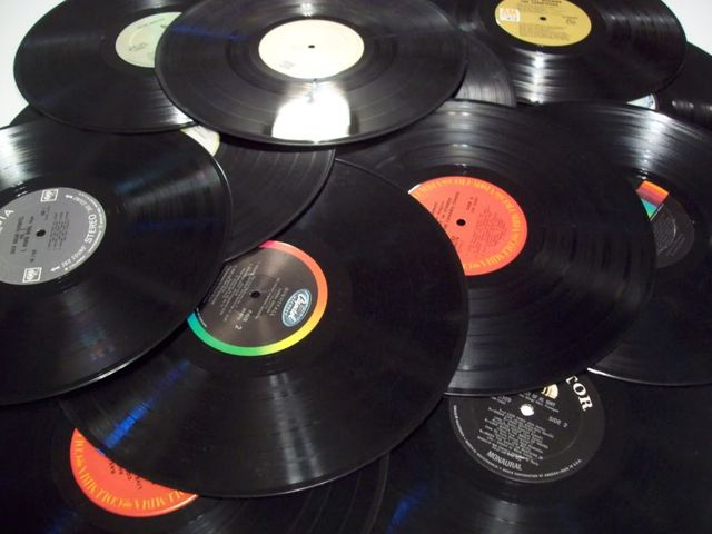 Vinyl Records or Music Streaming – Cold calls or Social Selling featured image