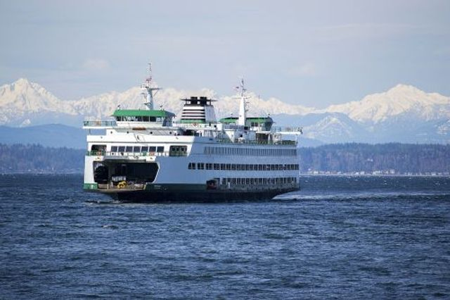 World's Second-Largest Ferry Operator Switching From Diesel to Batteries featured image