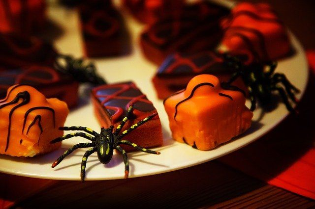 Scrummy Halloween party food ideas featured image