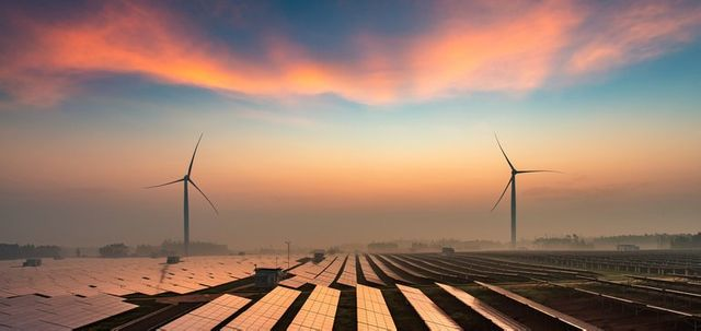 Staring down tariffs and rollbacks, US renewables rang in a record year featured image