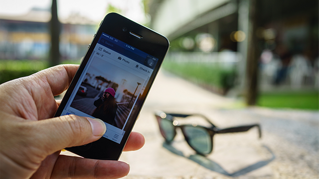 New Facebook news feed algorithm will focus less on publishers content featured image