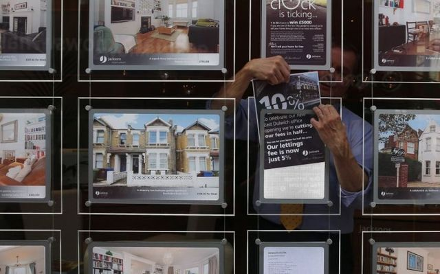 Form an orderly queue - 11 people chasing every property for sale featured image