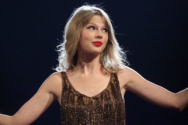 """Taylor Swift to Big Machine Label Group: """"You Need to Calm Down."""" featured image"""