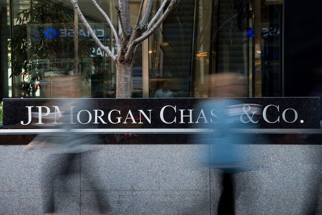 JPMorgan Rolls Out Robots to Scrutinize Banker Travel, Expenses featured image