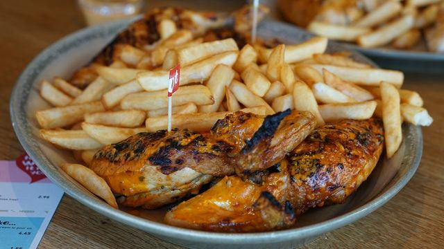Nando's hen-pecks smaller competitor over alleged intellectual property infringement featured image
