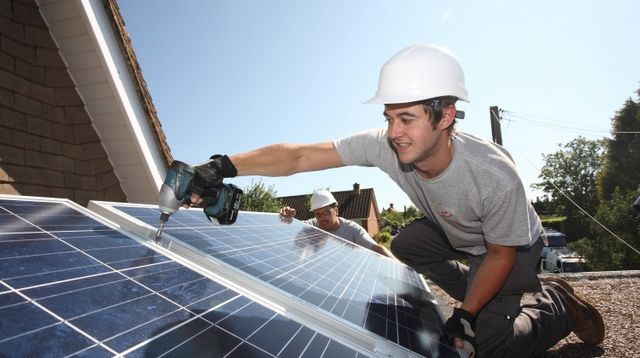 As many as 12,500 UK solar jobs lost in the past year, joint PwC/STA survey finds featured image