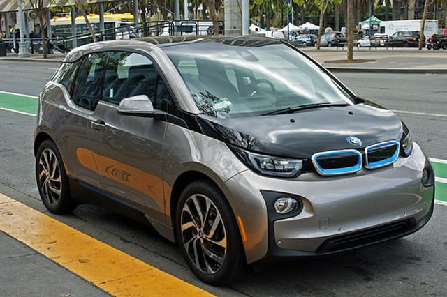 BMW to launch 'grid integrated' and 'solar-optimised' EV charging service next year featured image