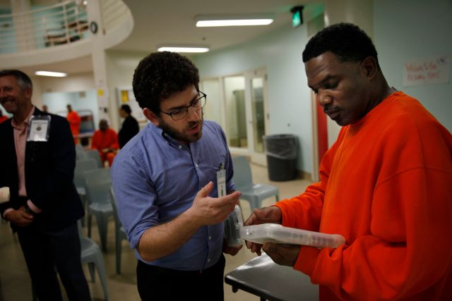 Can Giving Prisoners Android Tablets Save Taxpayers Money? featured image