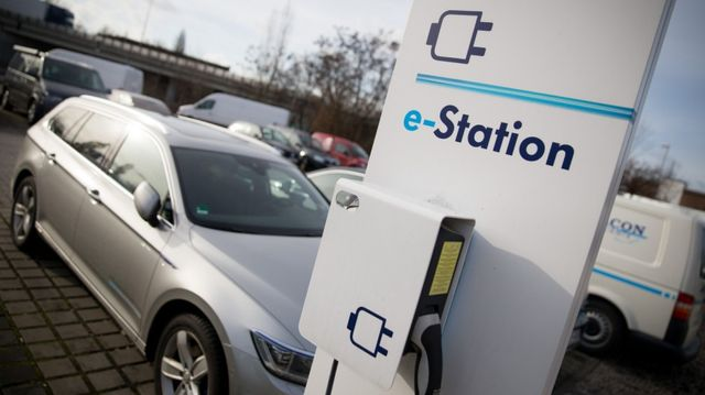 eMobility: Autokonzerne planen gemeinsames Ladesäulen-Netz featured image