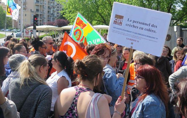 Val-de-Marne : 150 agents des crèches manifestent et récupèrent leur prime featured image