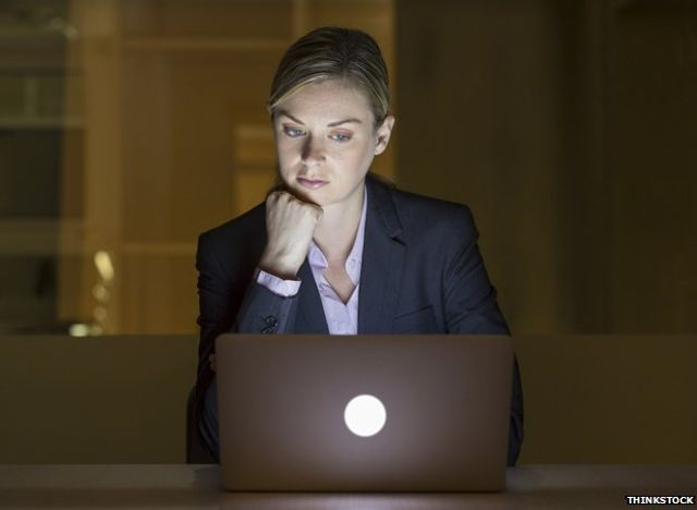 Work Emails - 'To Send or Not to Send' Out-of-Hours?  That is the question. featured image