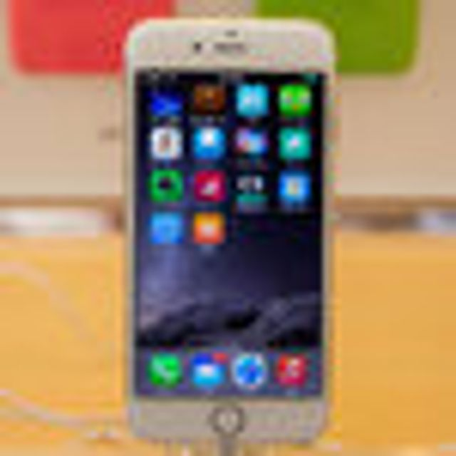 Apple's iOS 8, After a Buggy Start, Is Adopted More Slowly by Customers featured image