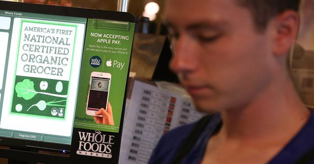 Google and Apple Adjust Strategies to attack $142 billion Mobile Payments Opportunity in the US featured image