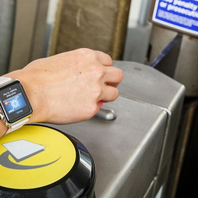 Apple Pay causes confusion on London transport featured image
