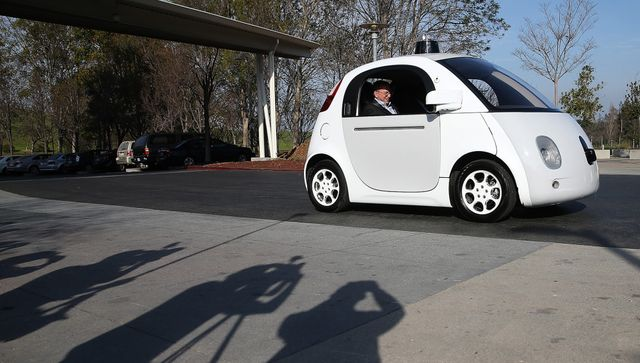 Ooops! Google Self-driving Car Strikes Bus on California Street featured image
