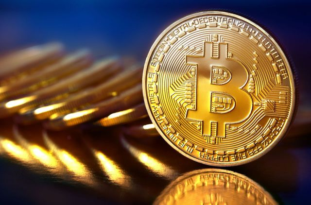 Bitcoin crashes dramatically after reaching three-year high featured image