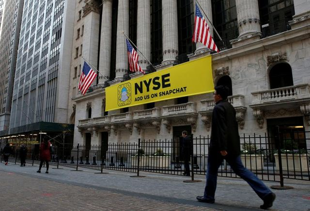 U.S exchanges rent helicopter, drape banner in pursuit of Snapchat IPO featured image