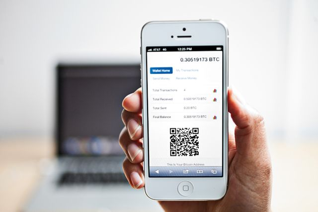 Apple allows bitcoin apps on the app store featured image